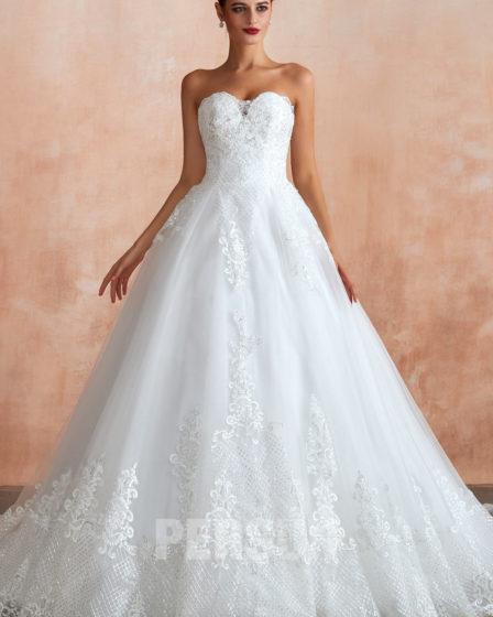 robe de mariée princesse bustier coeur appliquée de dentelle