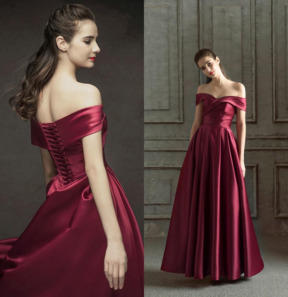 robe de mariée rouge rubis rouge col bardot drapé