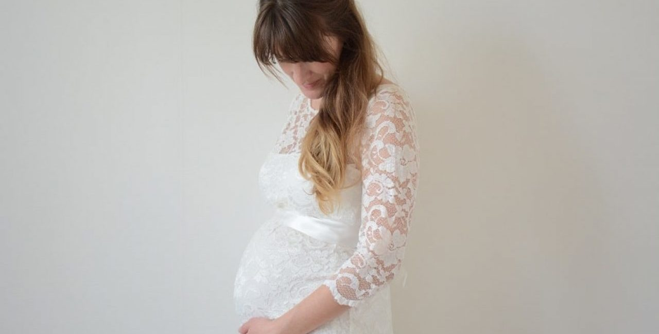 robe de mariée moulante enceinte à manches
