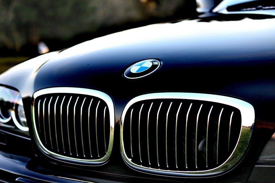 Comment sont fixés les prix de location d'une voiture de luxe ?